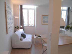 Apartment Bord de Place - studio